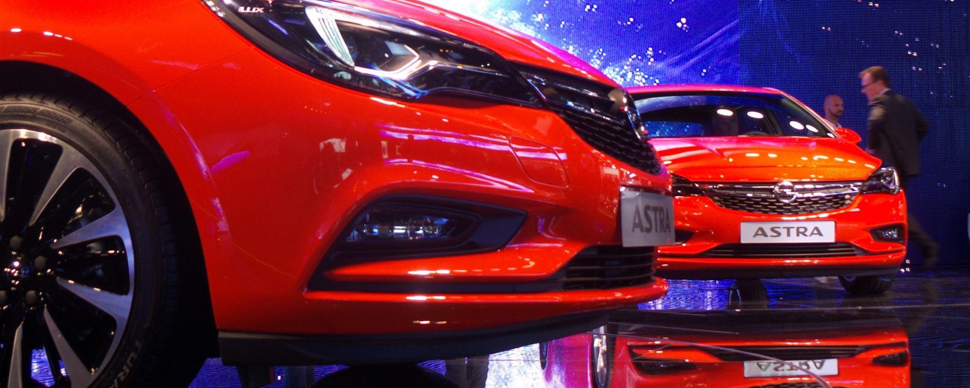 Opel Astra 2016, le foto dal Salone di Francoforte 2015