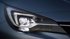 Opel Astra 2019: il fari full led matrix Intellilux
