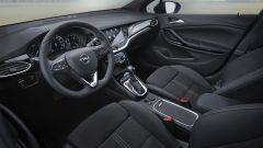Opel Astra: gli interni