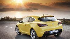 Opel Astra GTC in dettaglio - Immagine: 2