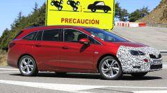 Opel Astra Sports Tourer 2020, prime foto spia