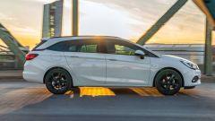 Opel Astra Sports Tourer, la fiancata
