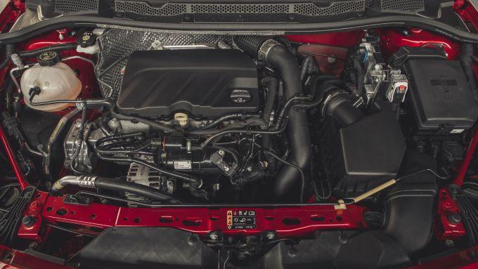 Opel Astra Ultimate: dettaglio del motore