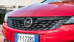 Opel Astra Ultimate: dettaglio della nuova griglia attiva frontale