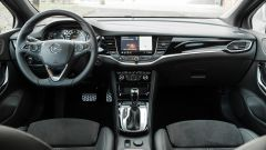 Opel Astra Ultimate: l'abitacolo
