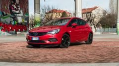 Opel Astra Ultimate: vista 3/4 anteriore