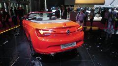 Opel Cascada 2017, posteriore