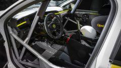 Opel Corsa e-Rally: l'abitacolo della vettura elettrica da gara