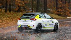 Opel Corsa-e Rally, vista 3/4 posteriore