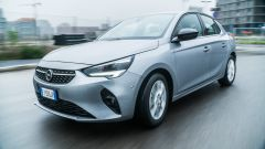 Opel Corsa vista frontale dinamica