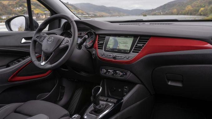 Opel Crossland 2020: gli interni