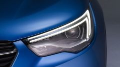 Opel Grandland X: dettaglio dei fari anteriori