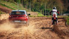 Hard test: la Opel Grandland X Hybrid4 sulla pista di motocross - Immagine: 1