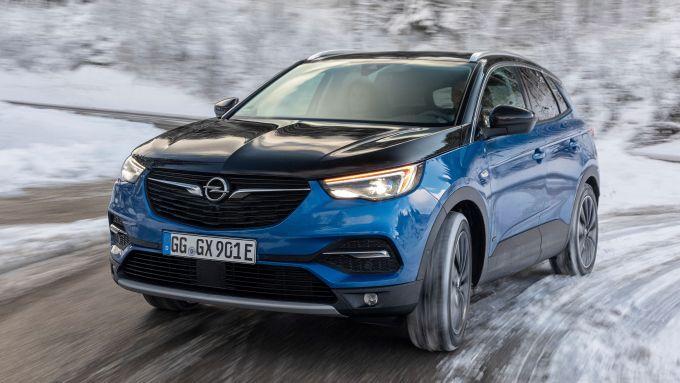 Opel Grandland X Hybrid4, a suo agio anche sui terreni scivolosi