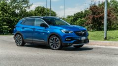 Opel Grandland X Hybrid4 è la prima plug-in hybrid del Fulmine