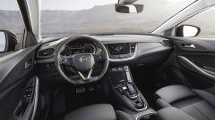Opel Grandland X Hybrid4, gli interni
