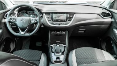 Opel Grandland X Hybrid4: gli interni