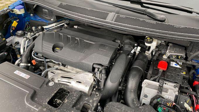 Opel Grandland X Hybrid4: il motore