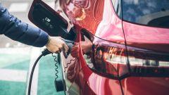 Opel Grandland X Hybrid4, la presa di ricarica