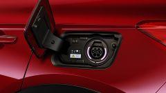 Opel Grandland X Hybrid4, lo sportello di ricarica