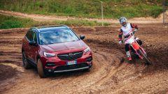 Opel Grandland X Hybrid4 nel test fuoristrada