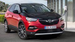 Opel Grandland X Hybrid4, ricarica batterie in 1 ora e 50 minuti