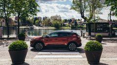 Opel Grandland X Hybrid4, vista laterale