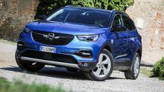 Opel Grandland X: il frontale è sportivo senza essere troppo carico
