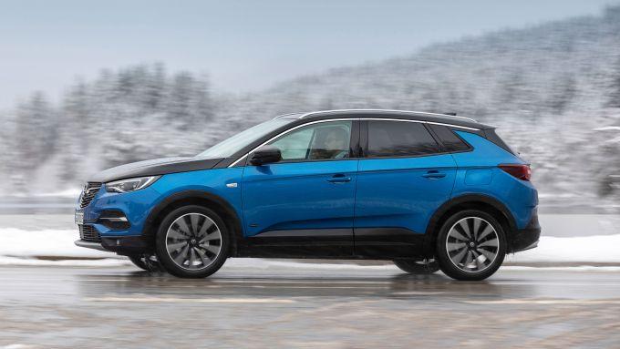 Opel Grandland X plug-in, quale accoglienza sul mercato?