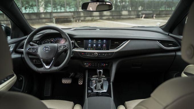 Opel Insignia 2.0 CDTI Ultimate: gli interni