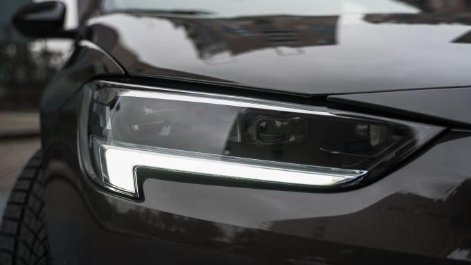 Opel Insignia 2.0 CDTI Ultimate: i fari IntelliLux LED