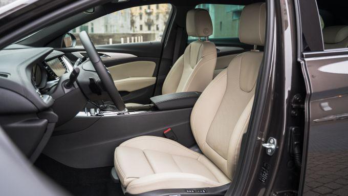 Opel Insignia 2.0 CDTI Ultimate: il posto guida