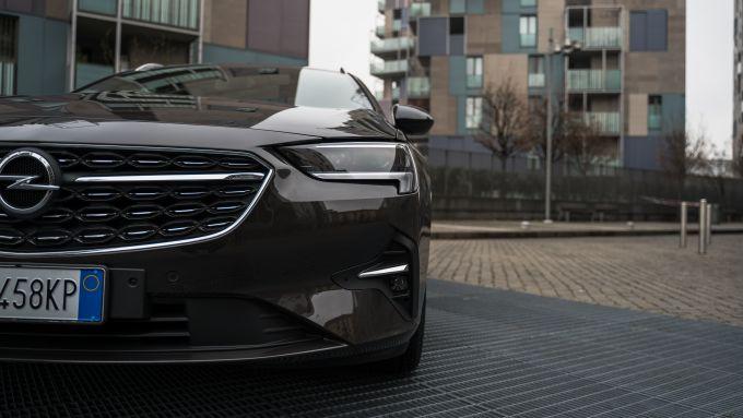 Opel Insignia 2.0 CDTI Ultimate: particolare del frontale