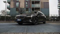 Opel Insignia 2.0 CDTI Ultimate: visuale di 3/4 anteriore