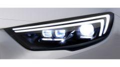 Opel Insignia Grand Sport, i fari a LED
