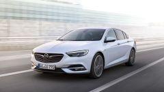 Opel Insignia Grand Sport, ora è lunga 4,9 metri