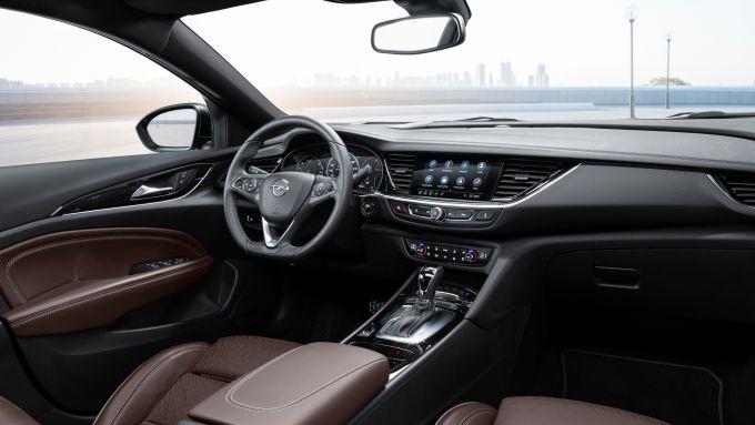 Opel Insignia Sports Tourer 2021, gli interni