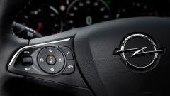 Opel Insignia Sports Tourer 2021, i comandi del cruise control adattivo