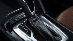 Opel Insignia Sports Tourer 2021, la leva del cambio automatico