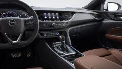 Opel Insignia Sports Tourer 2021, la plancia