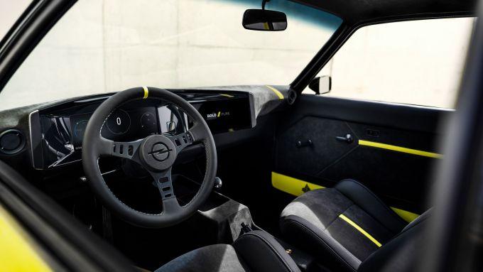 Opel Manta GSe: l'abitacolo