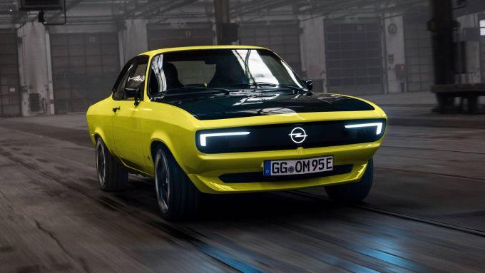Opel Manta GSe: visuale di 3/4 anteriore