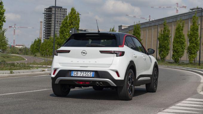 Opel Mokka 1.2 GS Line Pack 2021 su strada