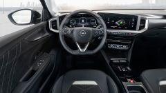 Opel Mokka 2021, interni: l'abitacolo anteriore della Ultimate