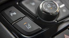 Opel MOKKA X: mantenimento corsia