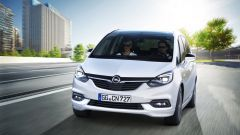 Opel Zafira: i gruppi ottici anteriori adottano la tecnologia Adaptive Forward Lighting full LED