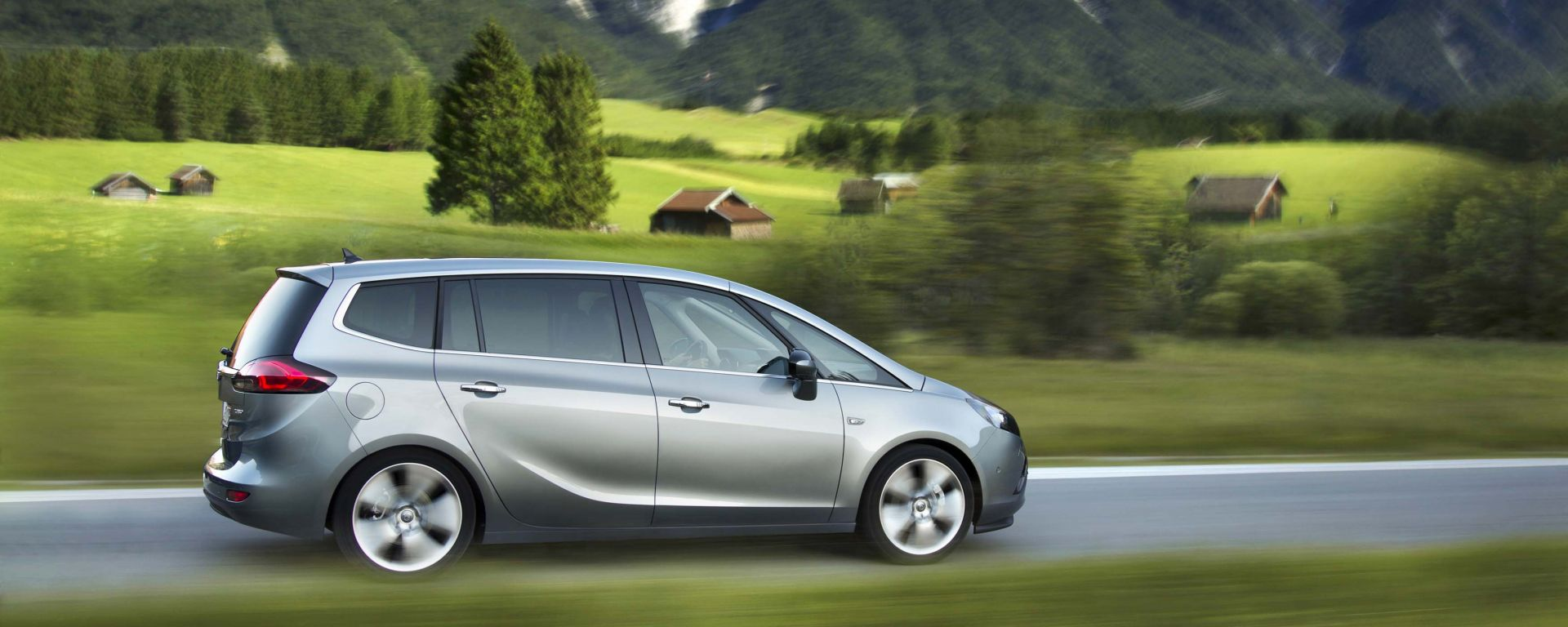 test drive opel zafira tourer 2 0 cdti motorbox. Black Bedroom Furniture Sets. Home Design Ideas