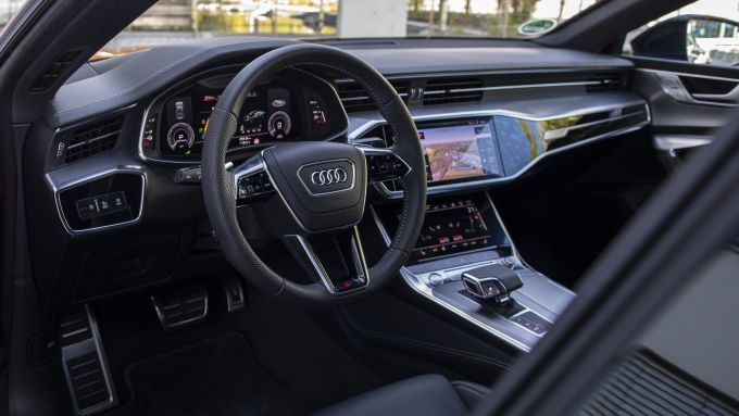 Ordini aperti per le plug-in Audi: gli interni di A6 TFSI e