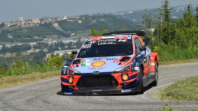 Ott Tanak al Rally d'Alba 2020 con la Hyundai i20 WRC Plus