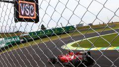 Pannello Virtual Safety Car in una gara di Formula 1